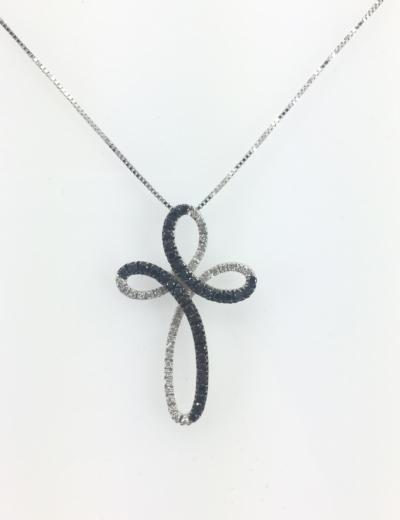 Croce oro bianco con diamanti bianchi e neri